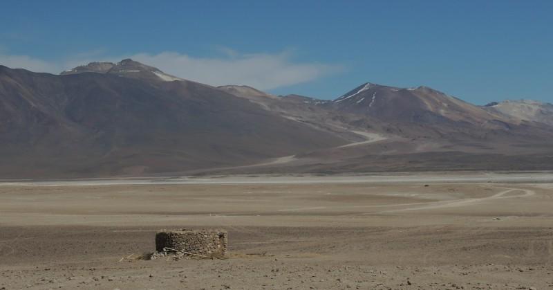 Ce qui embellit le désert, c'est qu'il cache un puits quelque part (Saint-Exupéry)